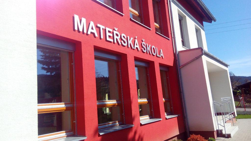 nerezovy napis Materska skola Velke Karlovice